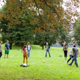 The participants of the seminars playing ball on the lawn in front of the Reithaus